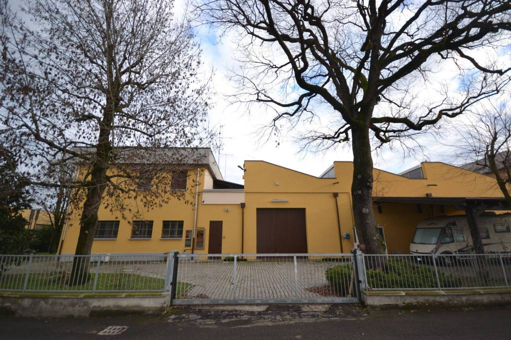 Laboratorio in Vendita a San Giovanni In Persiceto Semicentro: 5 locali, 1237 mq