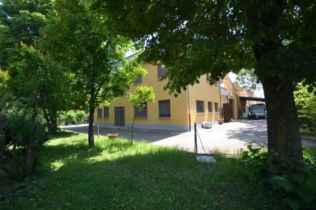 Capannone in Affitto a San Giovanni In Persiceto Semicentro: 5 locali, 1237 mq