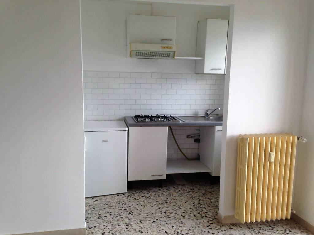 Appartamento in buone condizioni parzialmente arredato in affitto Rif. 6644397