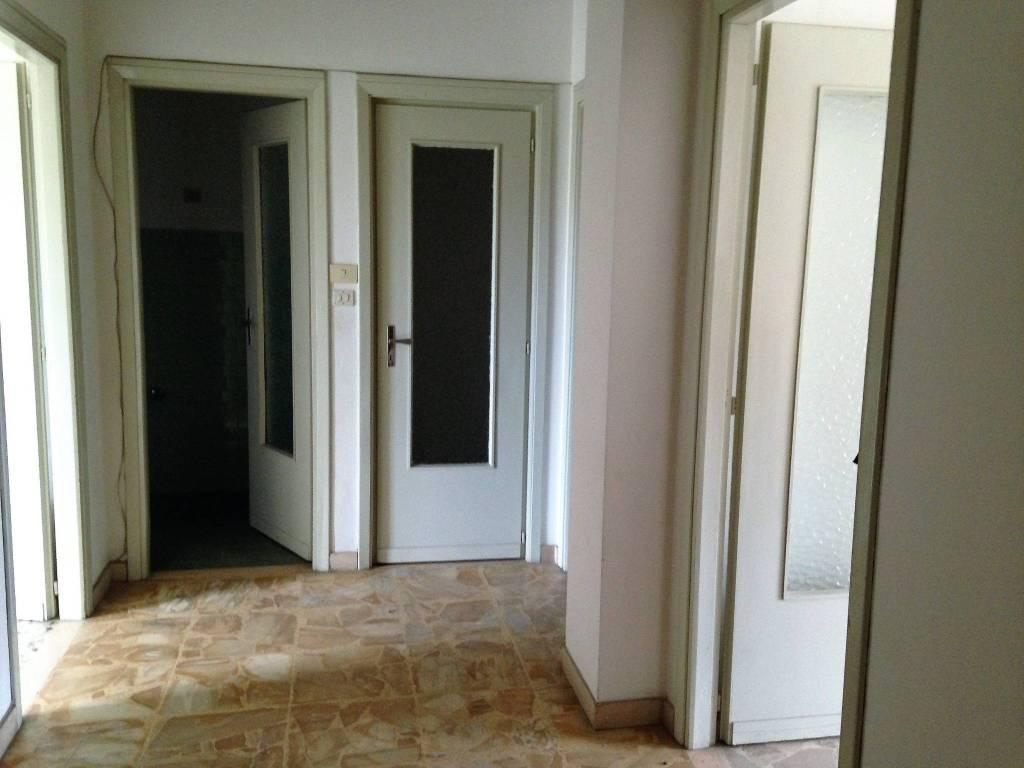 Appartamento in buone condizioni in affitto Rif. 6644398