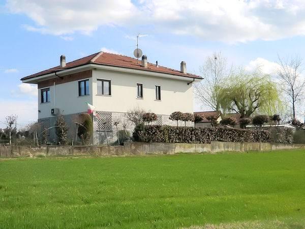 Villa in Vendita a Buttigliera D'Asti Periferia: 5 locali, 226 mq