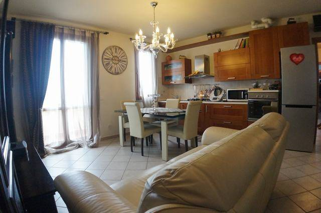 Appartamento in ottime condizioni in vendita Rif. 6645380