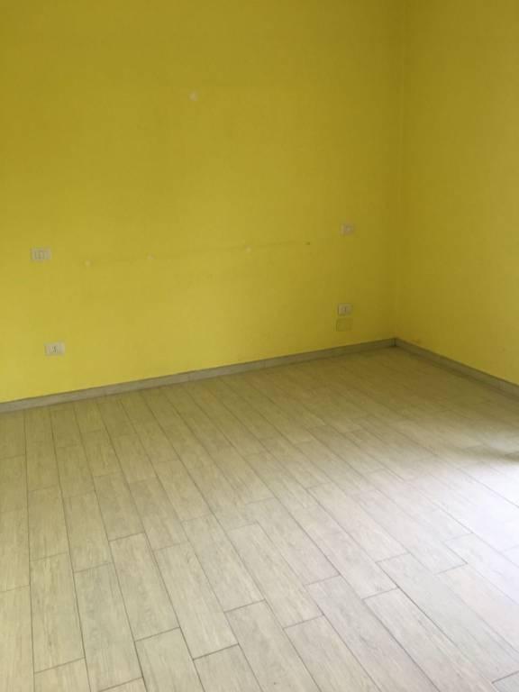 Appartamento in buone condizioni in affitto Rif. 8356106