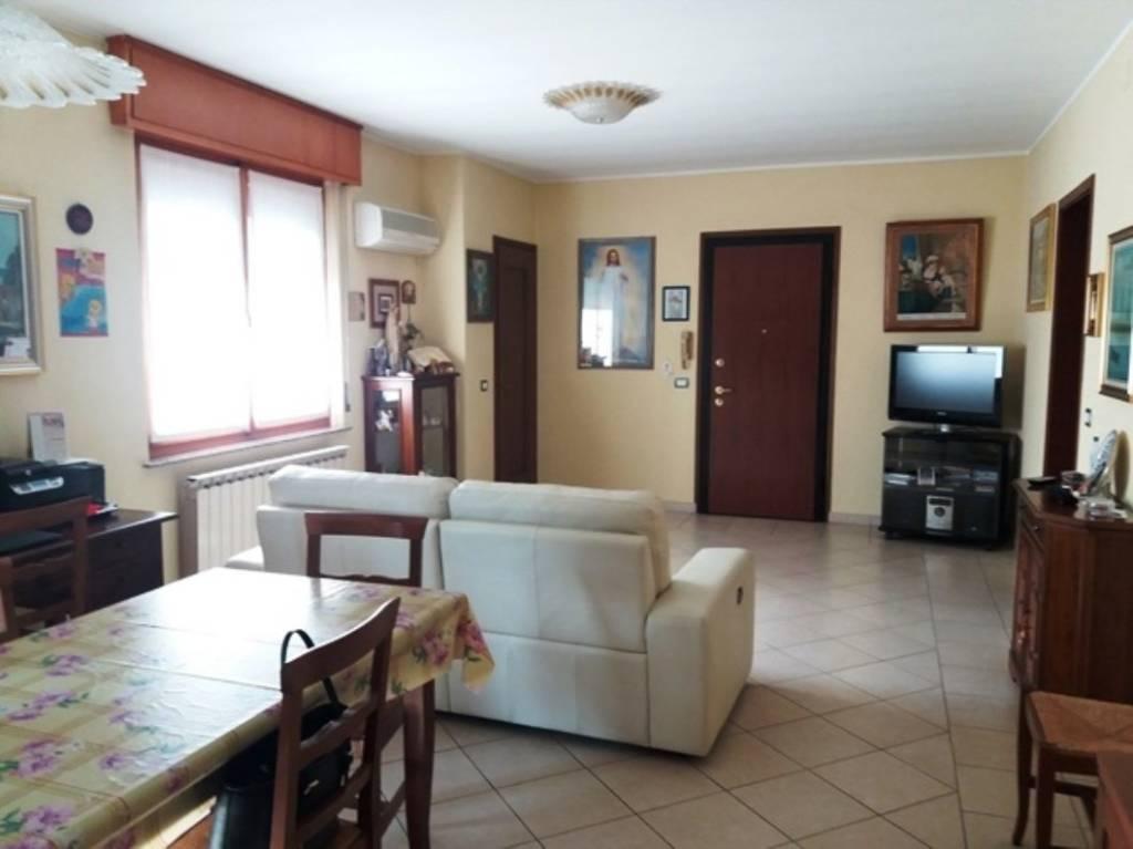 Appartamento in vendita a Goito, 4 locali, prezzo € 85.000 | CambioCasa.it
