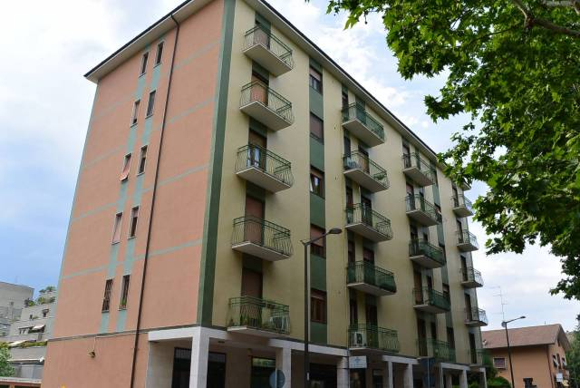 Appartamento in ottime condizioni in affitto Rif. 6643853