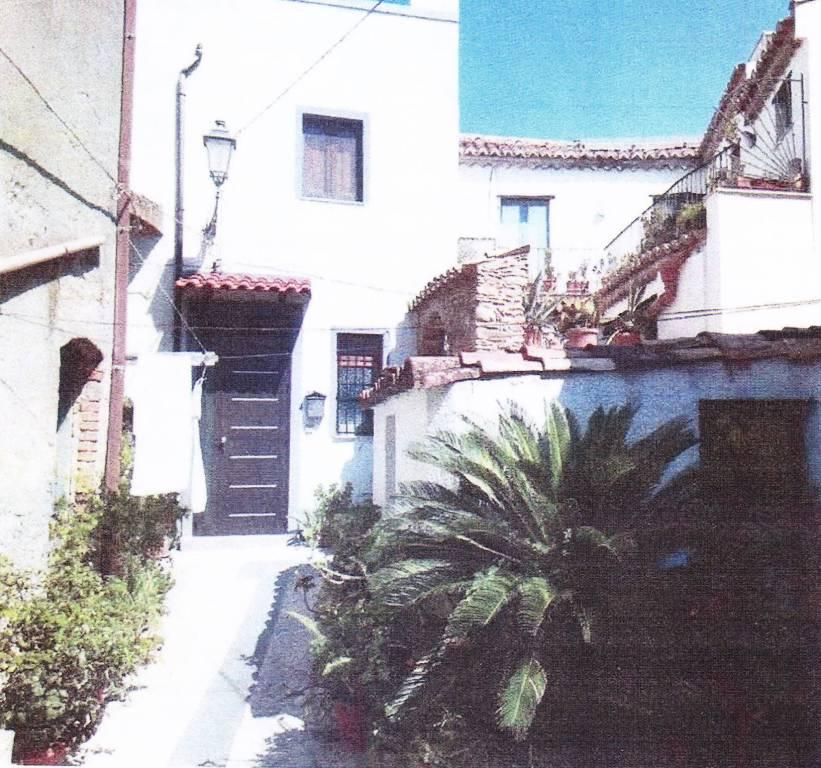 Appartamento in vendita a Roccella Ionica, 5 locali, prezzo € 75.000 | CambioCasa.it
