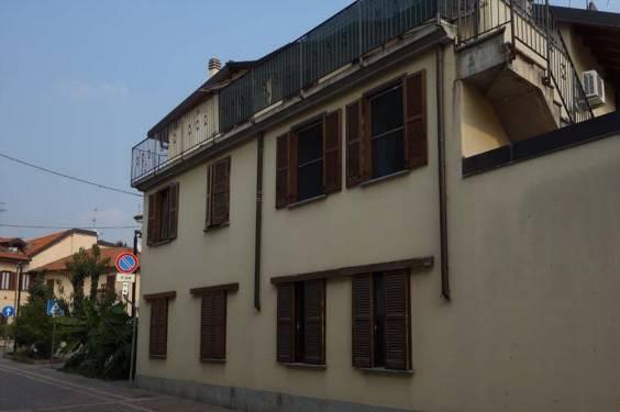 Appartamento in buone condizioni in vendita Rif. 8640505