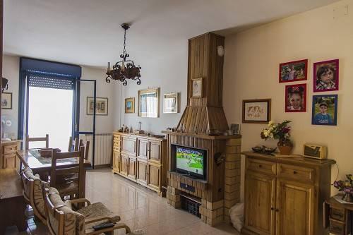 Appartamento in buone condizioni parzialmente arredato in vendita Rif. 6646802