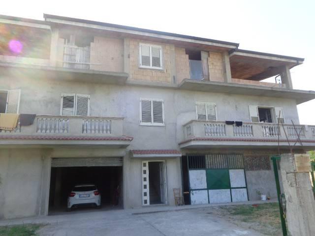 Appartamento da ristrutturare in vendita Rif. 6643842