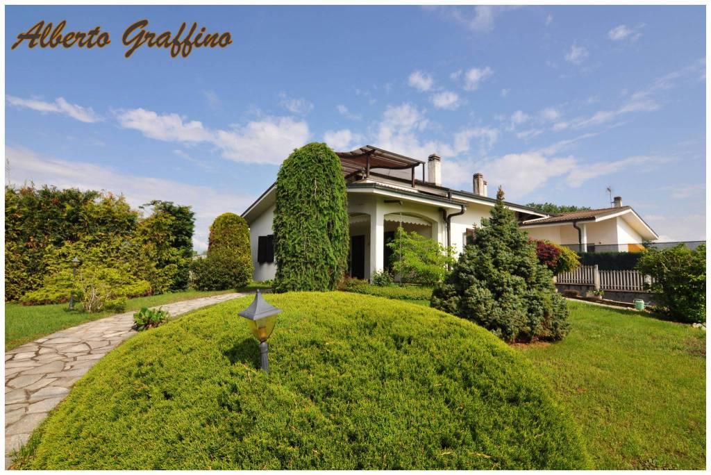 Villa in vendita a San Benigno Canavese, 10 locali, prezzo € 299.000 | CambioCasa.it