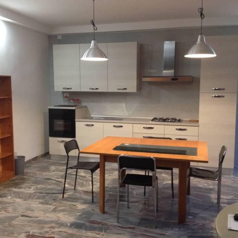 Appartamento in ottime condizioni arredato in affitto Rif. 6645710