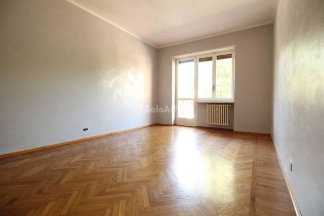 Appartamento in buone condizioni in affitto Rif. 6663581