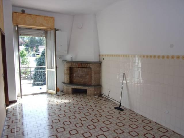 Appartamento in buone condizioni in vendita Rif. 6663146