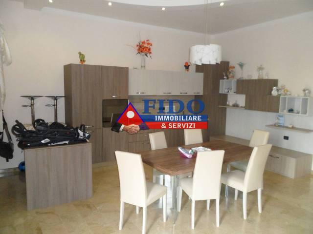 Appartamento in buone condizioni in affitto Rif. 6663384