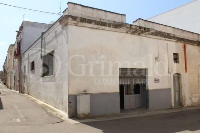 Laboratorio in Vendita a Tuglie Centro: 3 locali, 105 mq