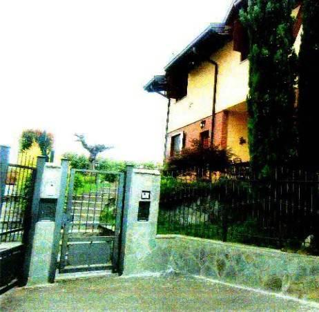 Villa in buone condizioni in vendita Rif. 8640509