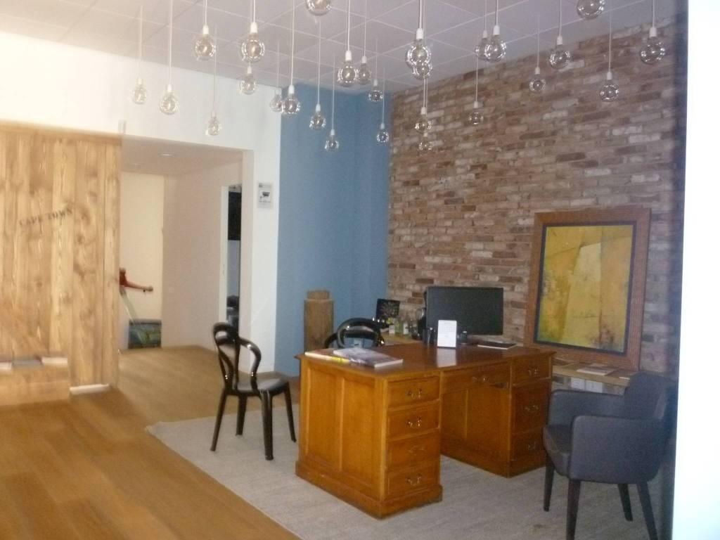 Negozio / Locale in affitto a Cremona, 3 locali, prezzo € 4.900 | CambioCasa.it