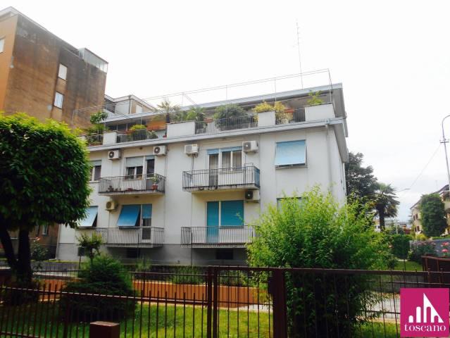 Appartamento in buone condizioni in vendita Rif. 6666909