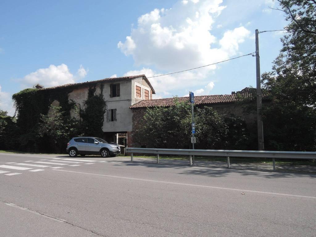 Rustico / Casale da ristrutturare in vendita Rif. 8066100