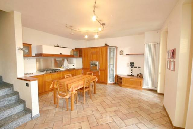 Appartamento in ottime condizioni in vendita Rif. 6679083