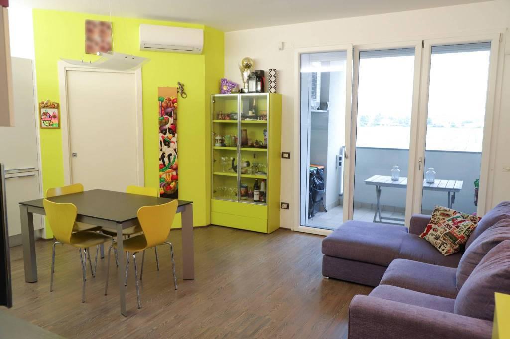 Appartamento in ottime condizioni arredato in vendita Rif. 6682900