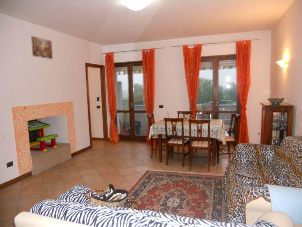 Appartamento in vendita a Foligno, 4 locali, prezzo € 158.000   PortaleAgenzieImmobiliari.it