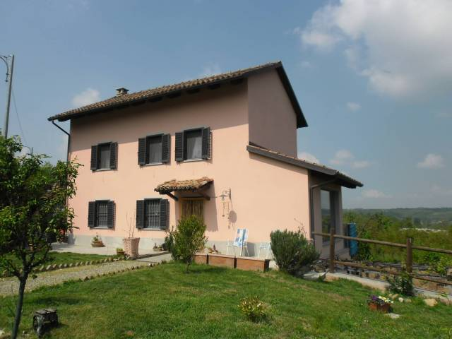 Villa in vendita a Bruno, 4 locali, prezzo € 200.000 | CambioCasa.it