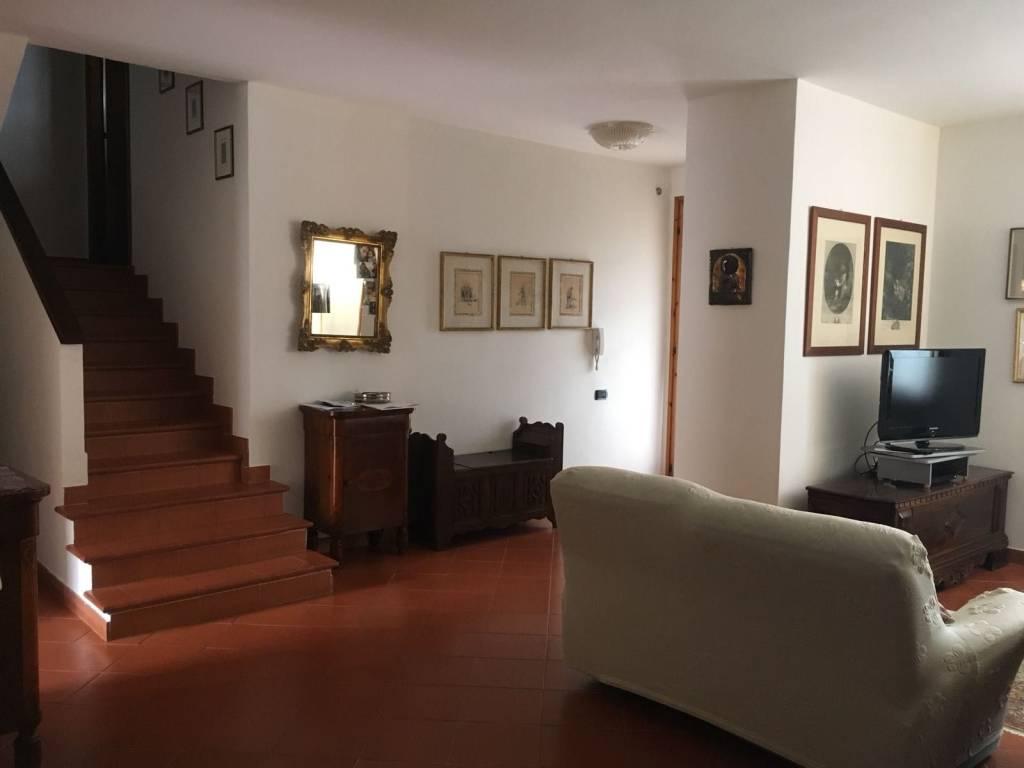 Villetta a schiera in buone condizioni in vendita Rif. 8519386
