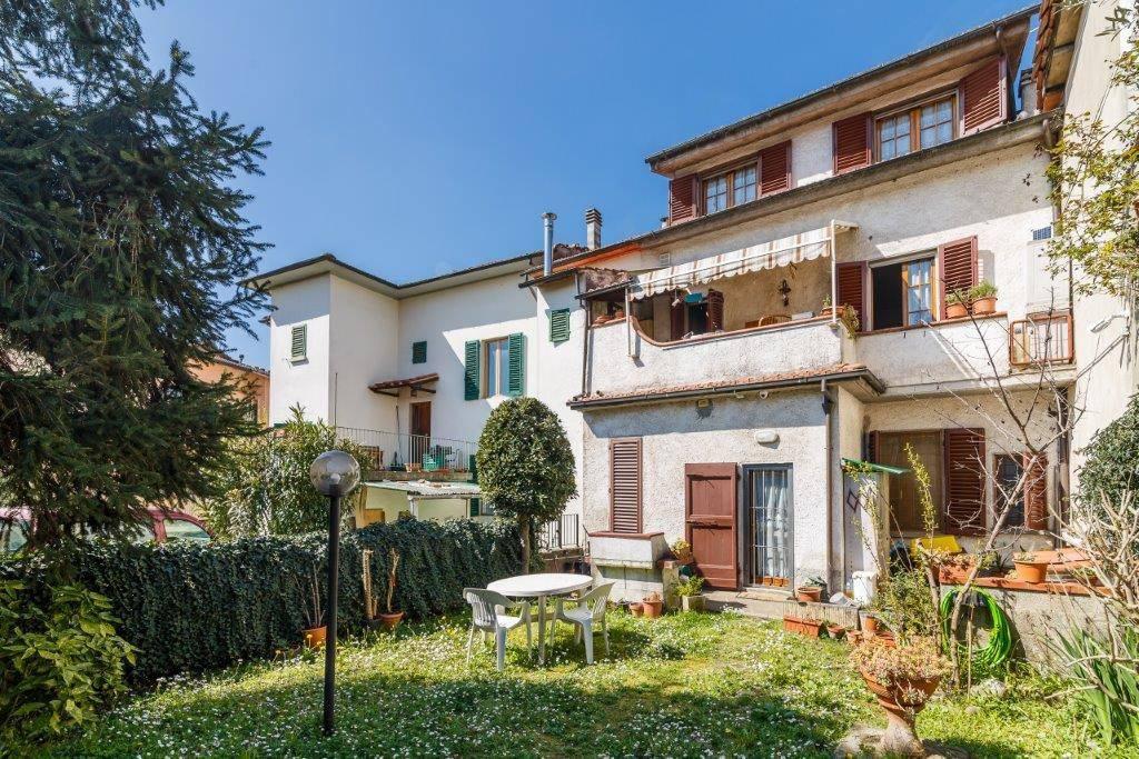 Casa indipendente in Vendita a Pistoia Periferia Est: 5 locali, 221 mq