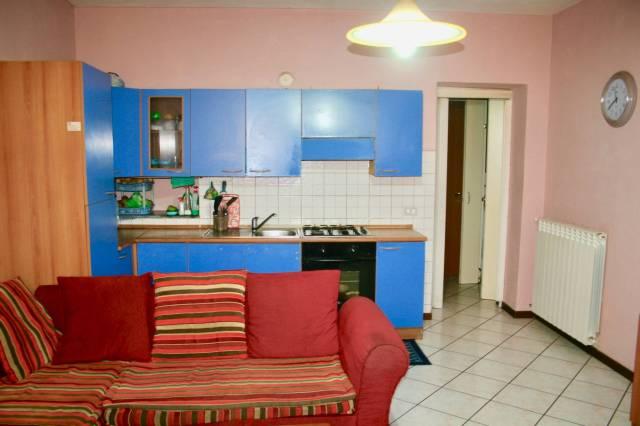 Appartamento in buone condizioni in vendita Rif. 6678924