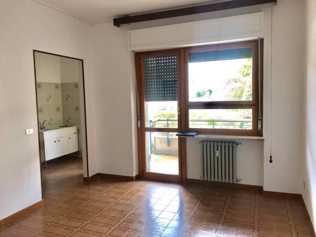 Appartamento in buone condizioni in affitto Rif. 8680457