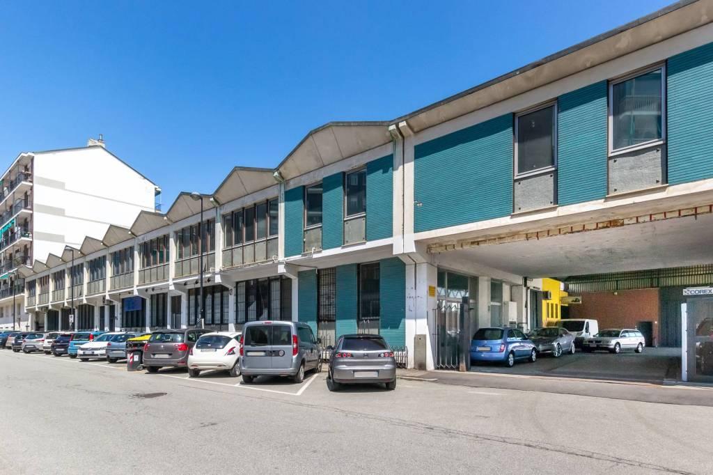 Immagine immobiliare A Beinasco, a pochi chilometri da Torino in zona facilmente raggiungibile dalla città e collegata comodamente alla tangenziale, in complesso industriale-commerciale degli anni '80 vendiamo uffici e magazzini-laboratori per un totale di...