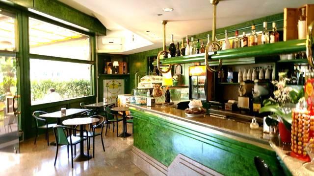 Bar tavola calda e sala slot centro Latina Rif. 6680059