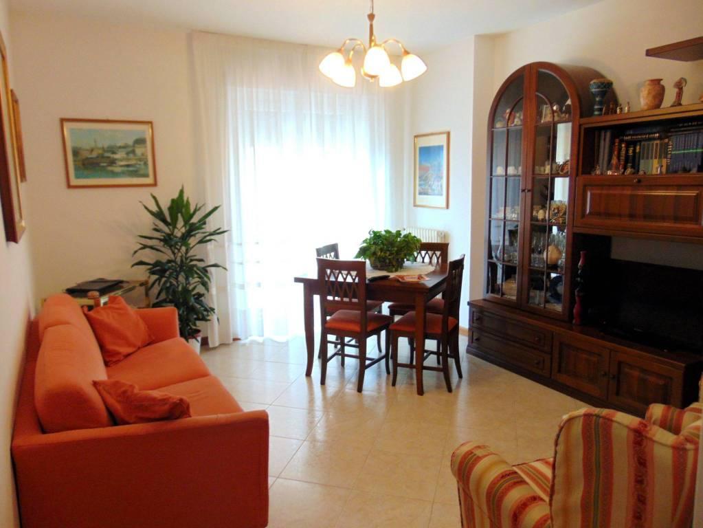 Appartamento in ottime condizioni in vendita Rif. 6679228