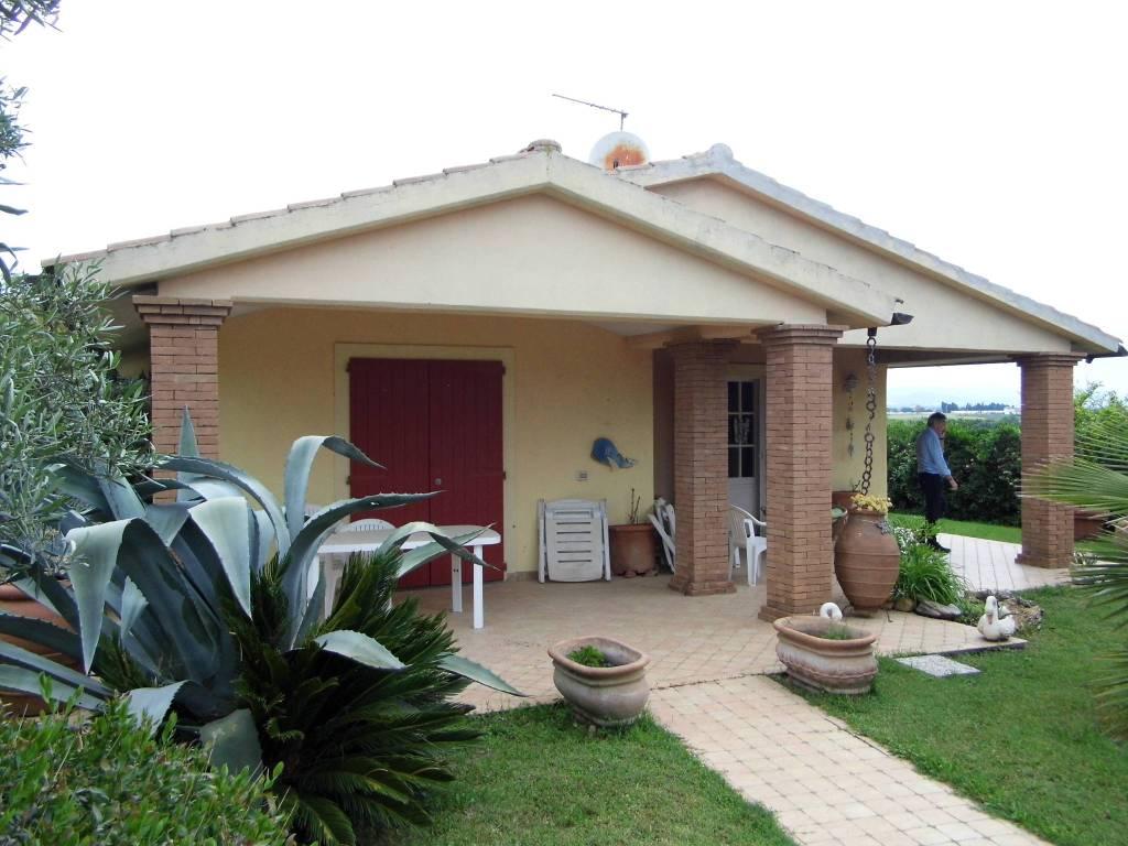 Villa in ottime condizioni parzialmente arredato in vendita Rif. 6971274
