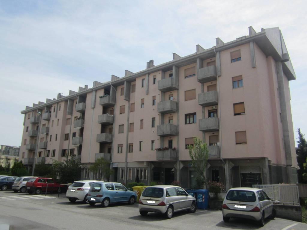 Appartamento in buone condizioni in vendita Rif. 8325640