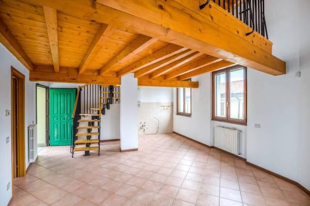 Appartamento in ottime condizioni in affitto Rif. 6678980