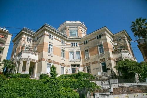 Appartamento in buone condizioni in vendita Rif. 6700705