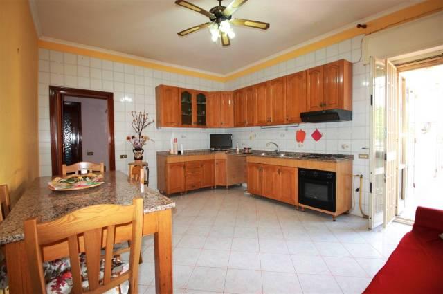 Appartamento in buone condizioni in vendita Rif. 6699498