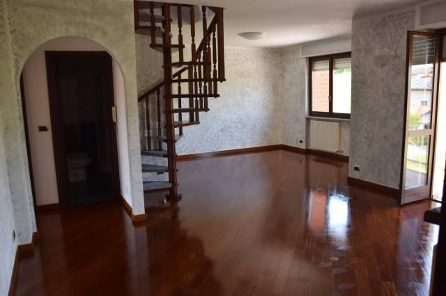 Appartamento in buone condizioni in vendita Rif. 6695119