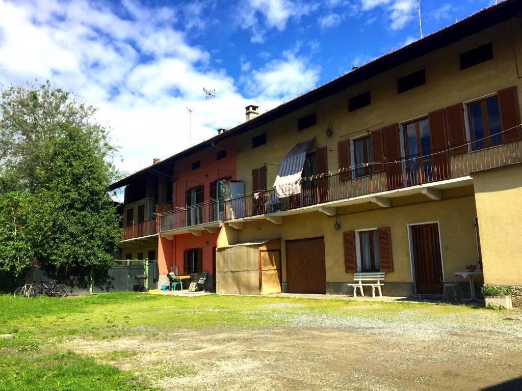 Villetta a schiera in buone condizioni in vendita Rif. 9425024