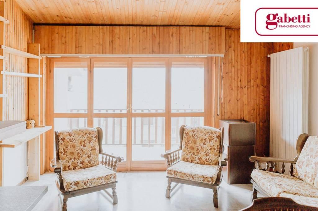 Appartamento in buone condizioni parzialmente arredato in vendita Rif. 6696470