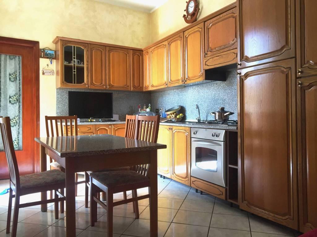 Appartamento in buone condizioni in vendita Rif. 9425025