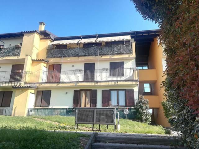 Appartamento in buone condizioni arredato in vendita Rif. 6694975