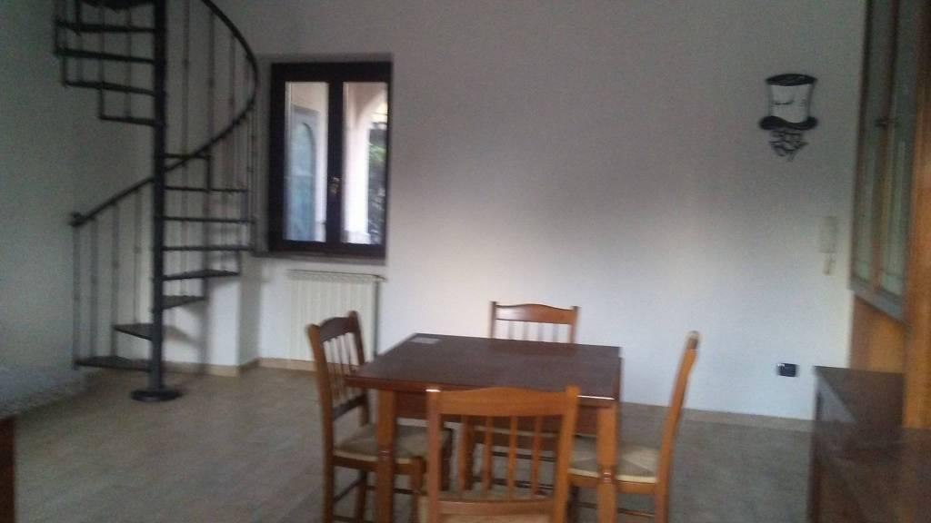 Appartamento in buone condizioni parzialmente arredato in vendita Rif. 7076812