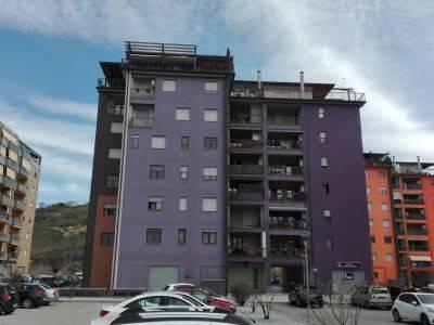 Appartamento in buone condizioni in vendita Rif. 9151164