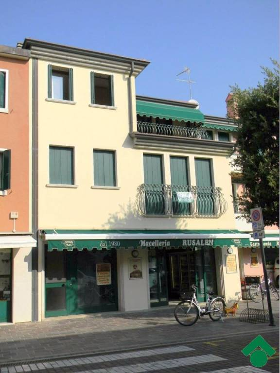 Appartamento in ottime condizioni arredato in vendita Rif. 9160924