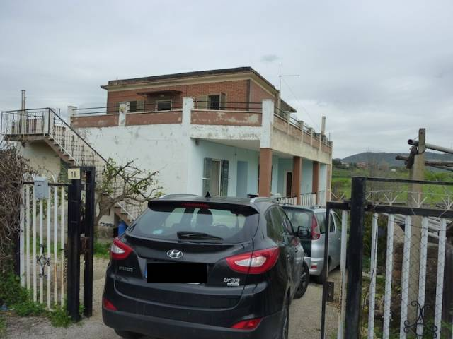 Appartamento parzialmente arredato in affitto Rif. 6694972