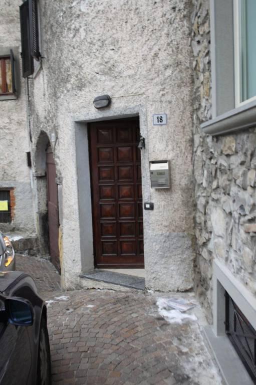 Appartamento in buone condizioni in vendita Rif. 8578131