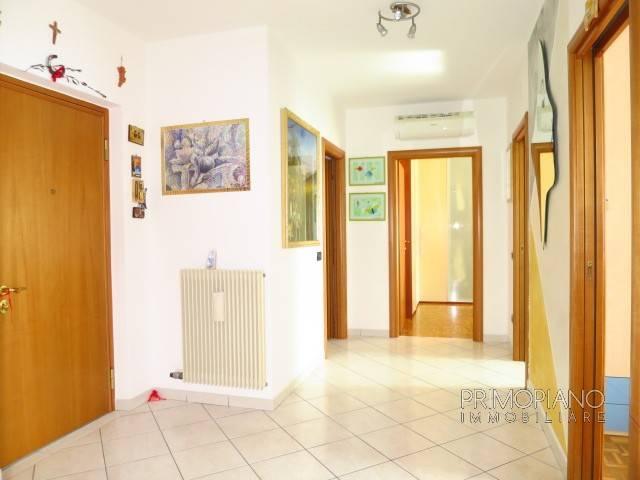 Appartamento in buone condizioni arredato in vendita Rif. 6710310